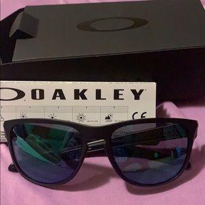 NWT Oakley Shades☀️